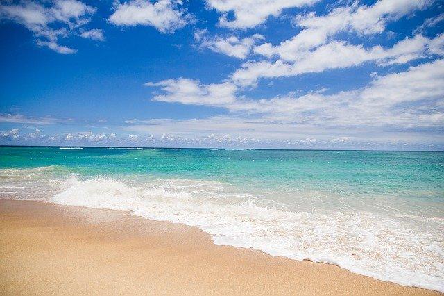 séance d'hypnose sur une plage pour soulager les douleurs du cancer